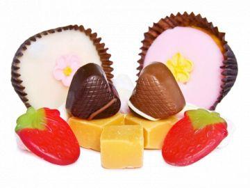 Первые конфеты делались из фруктов и орехов