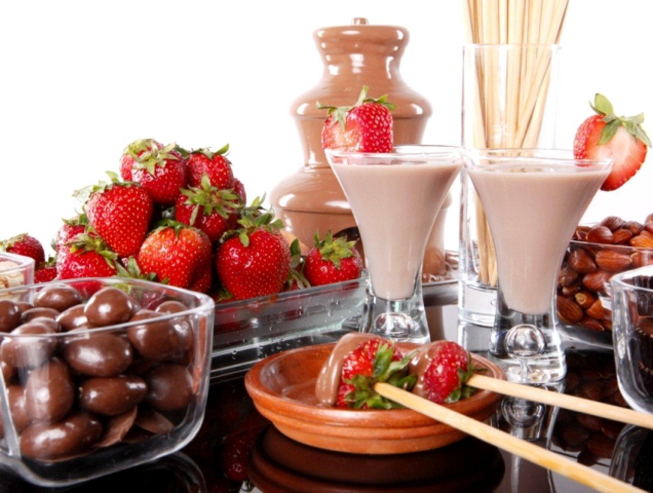Клубника превосходно оттеняет вкус шоколада