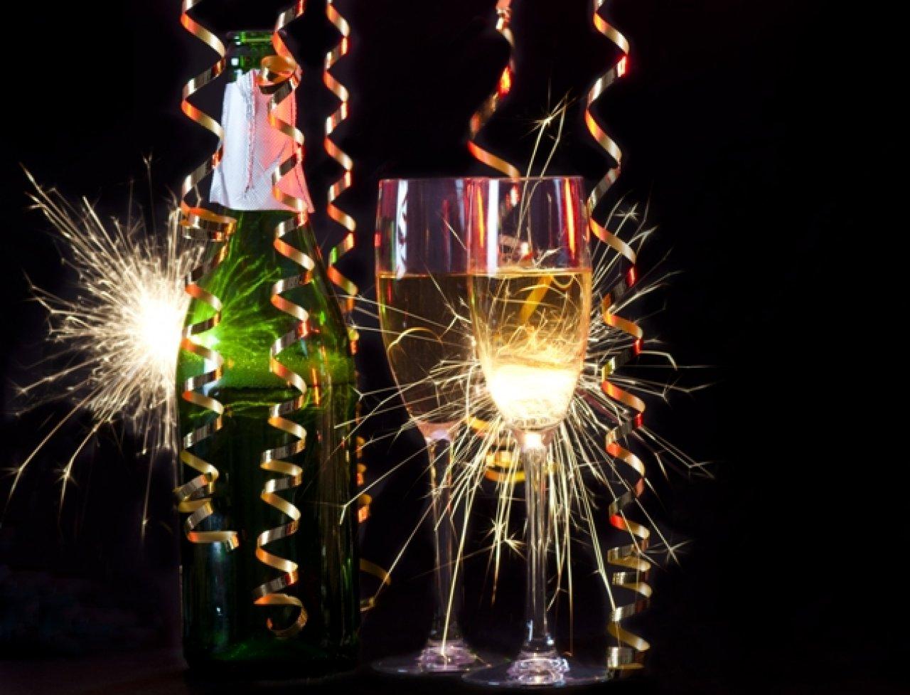 По традиции Новый год встречают с бокалом шампанского