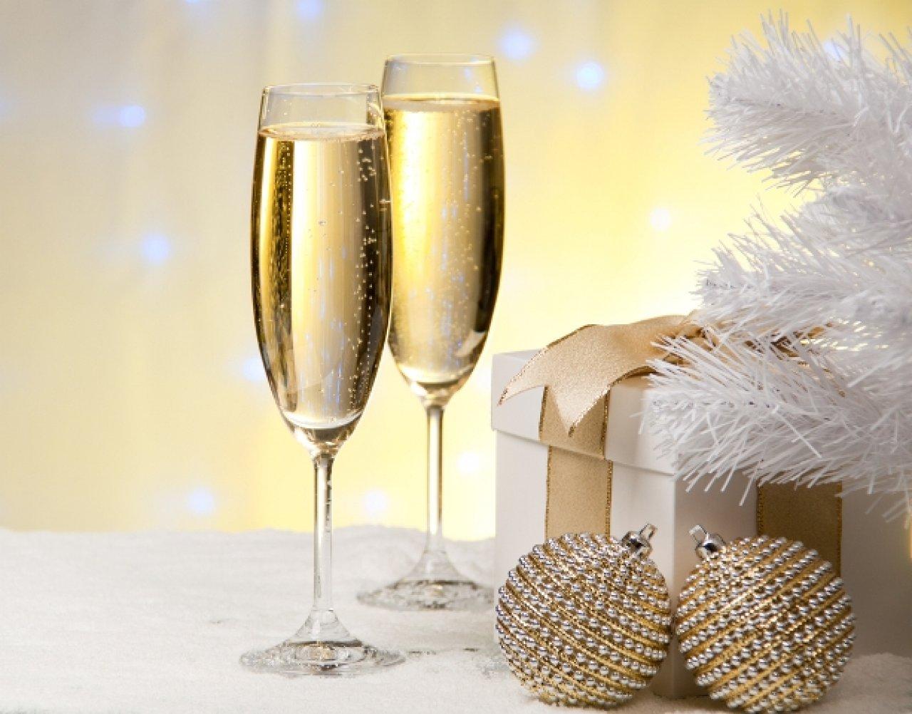 Над созданием шампанского работали виноделы и химики