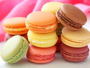 Разноцветные французские макароны