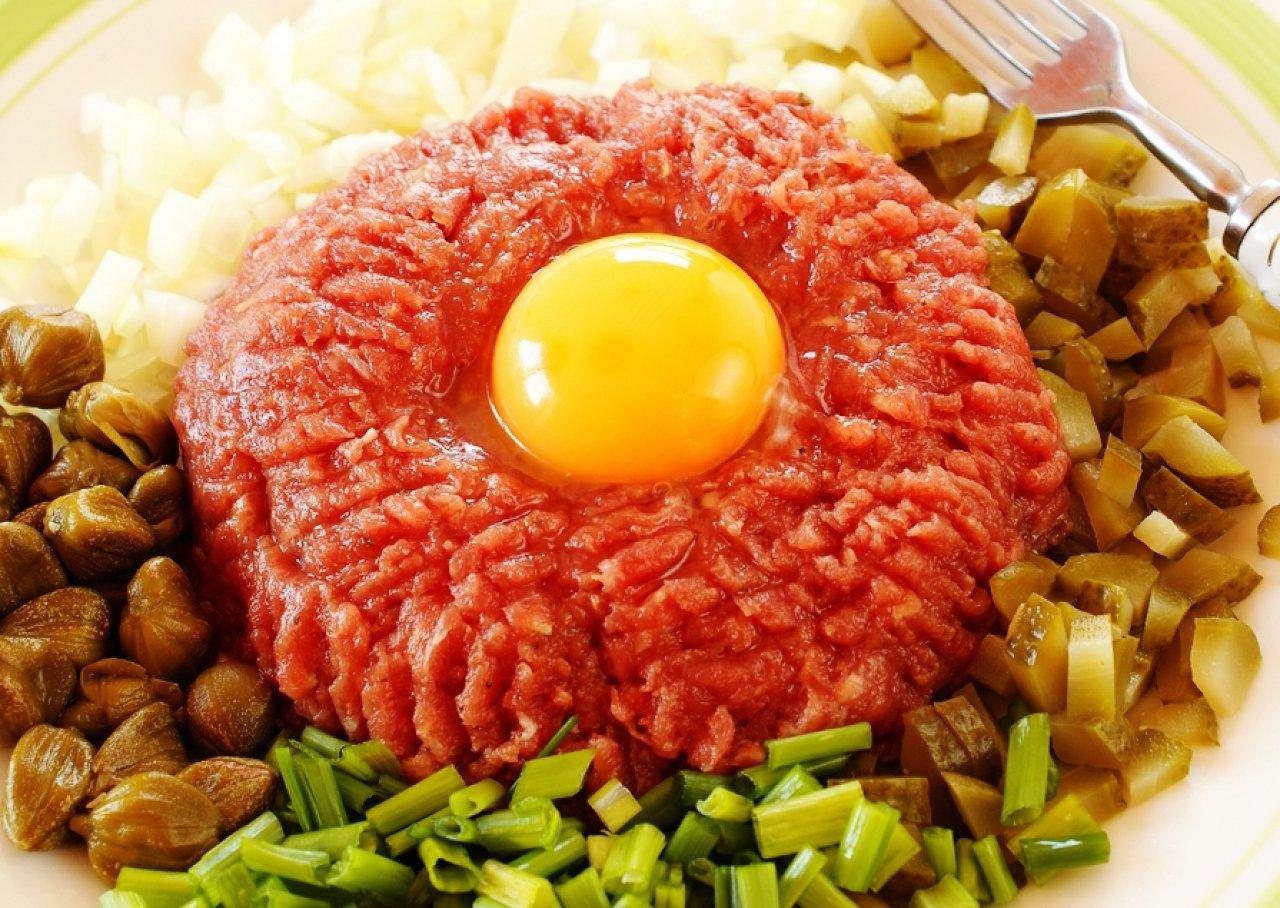 Самое знаменитое блюдо - бифштекс по-татарски