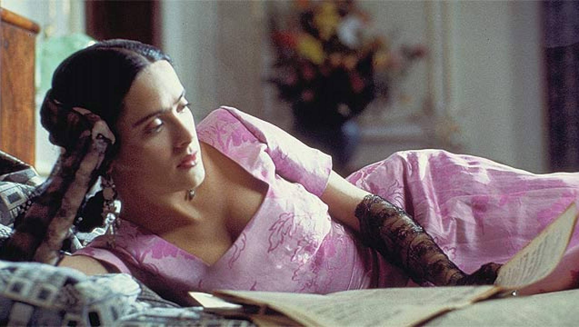 Полуобнаженная Сальма Хайек – Фрида (2002)