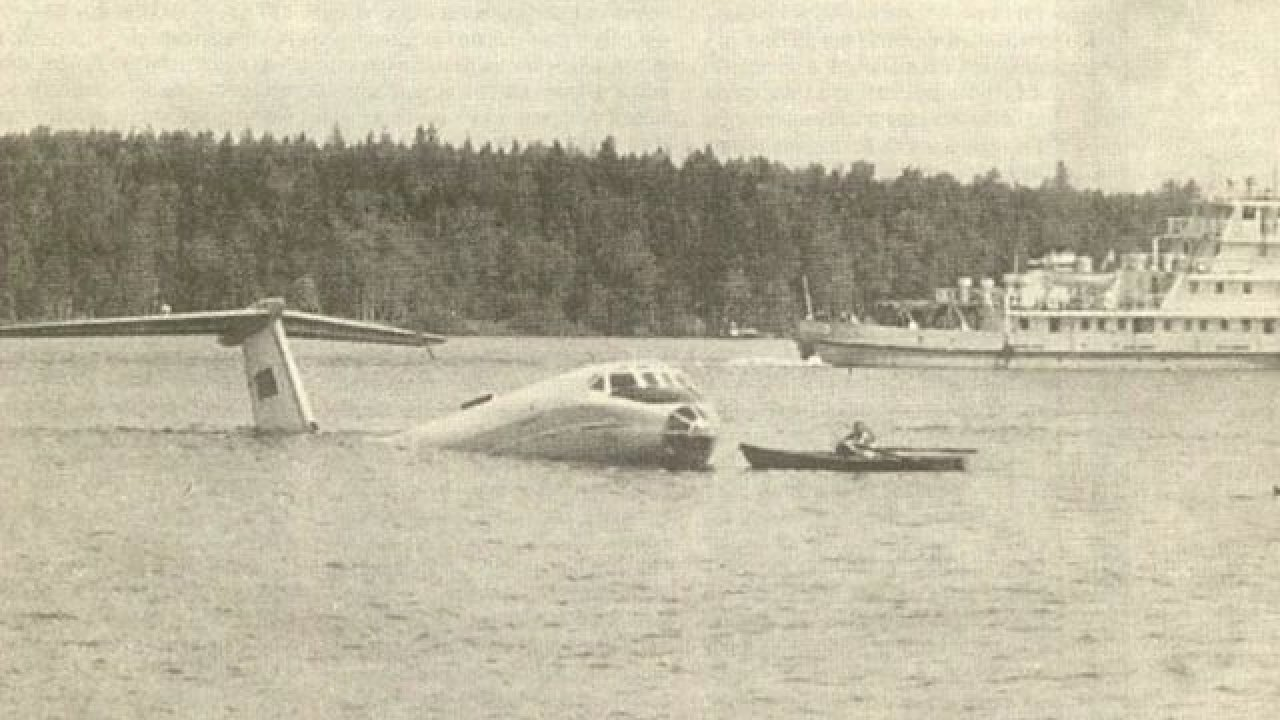 Картинки по запросу фото посадка самолёта на неву
