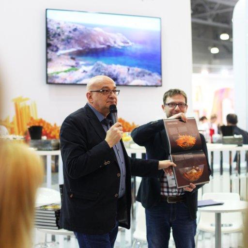 Сталик Ханкишиев стал почетным гостем стенда «Телекафе»