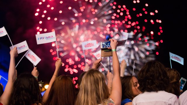 Телеканал «Музыка Первого» подарил выпускникам   концерт в Парке Горького