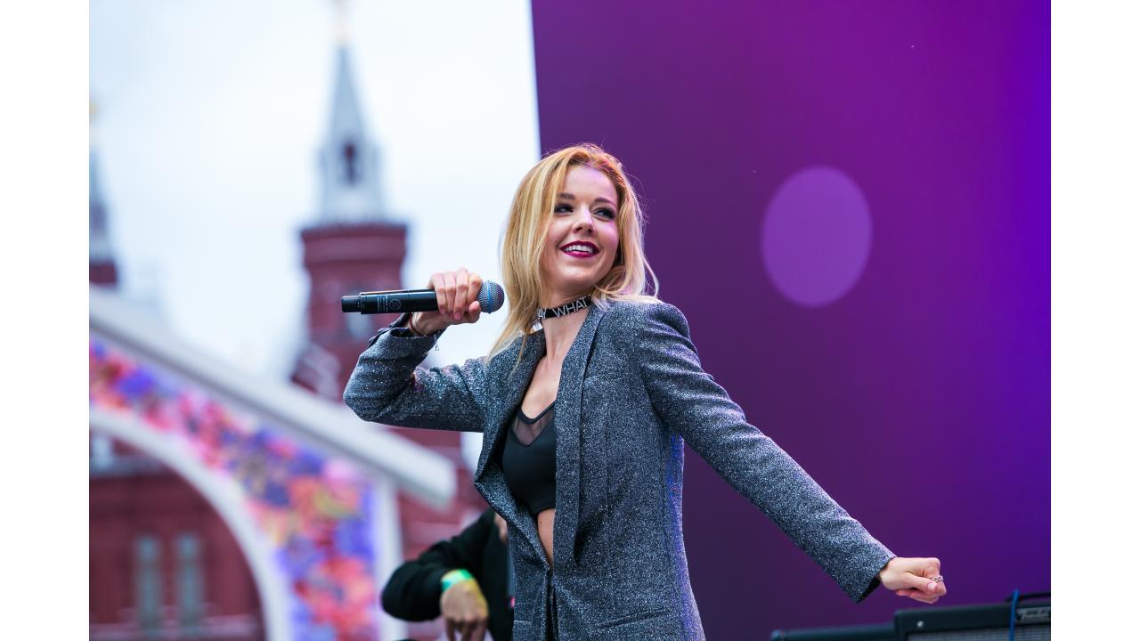 Юлианна Караулова / Звёзды «Музыки Первого» поздравили Москву с Днём города