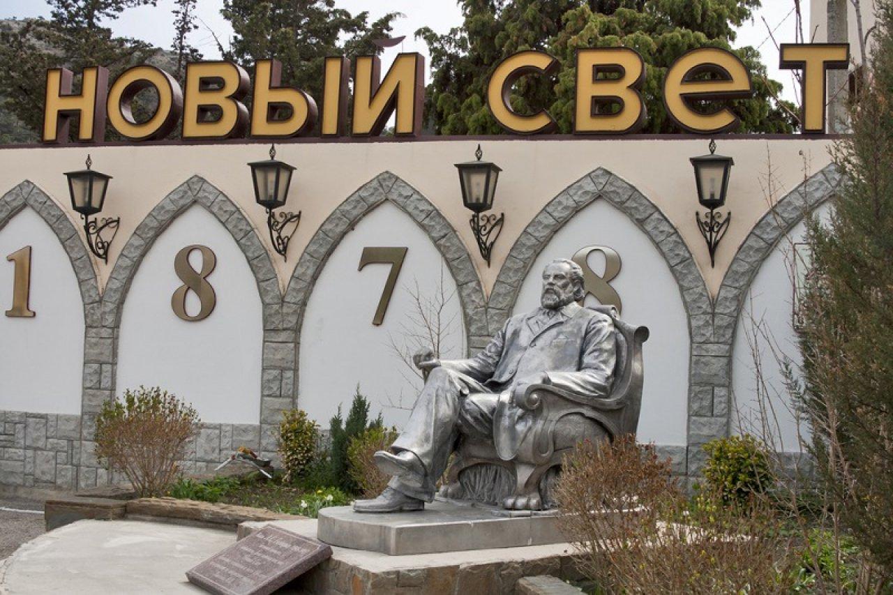 Памятник Льву Голицыну в Новом Свете. Фото: Sergiy Palamarchuk / Shutterstock