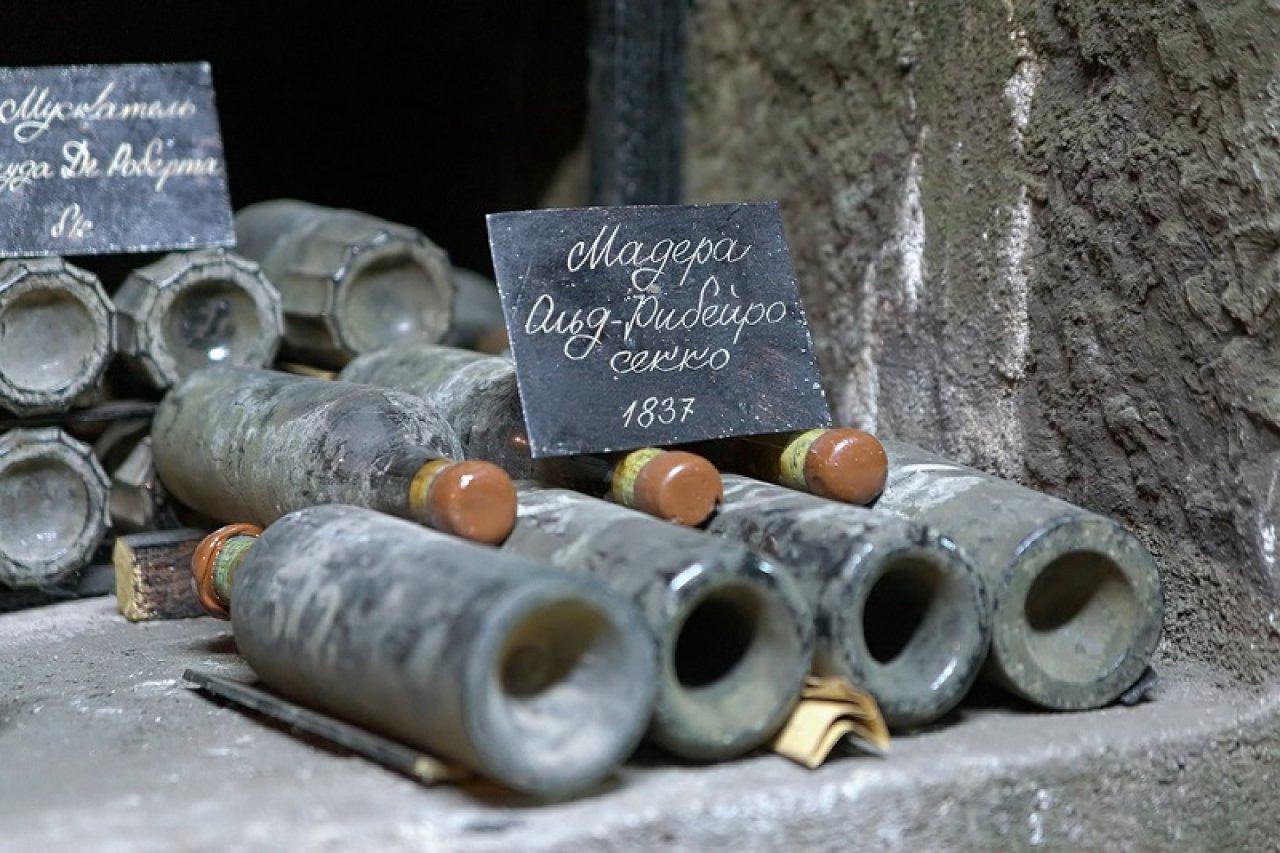 Коллекция «Массандры» насчитывает более миллиона бутылок. Фото: Mikhail Markovskiy / Shutterstock