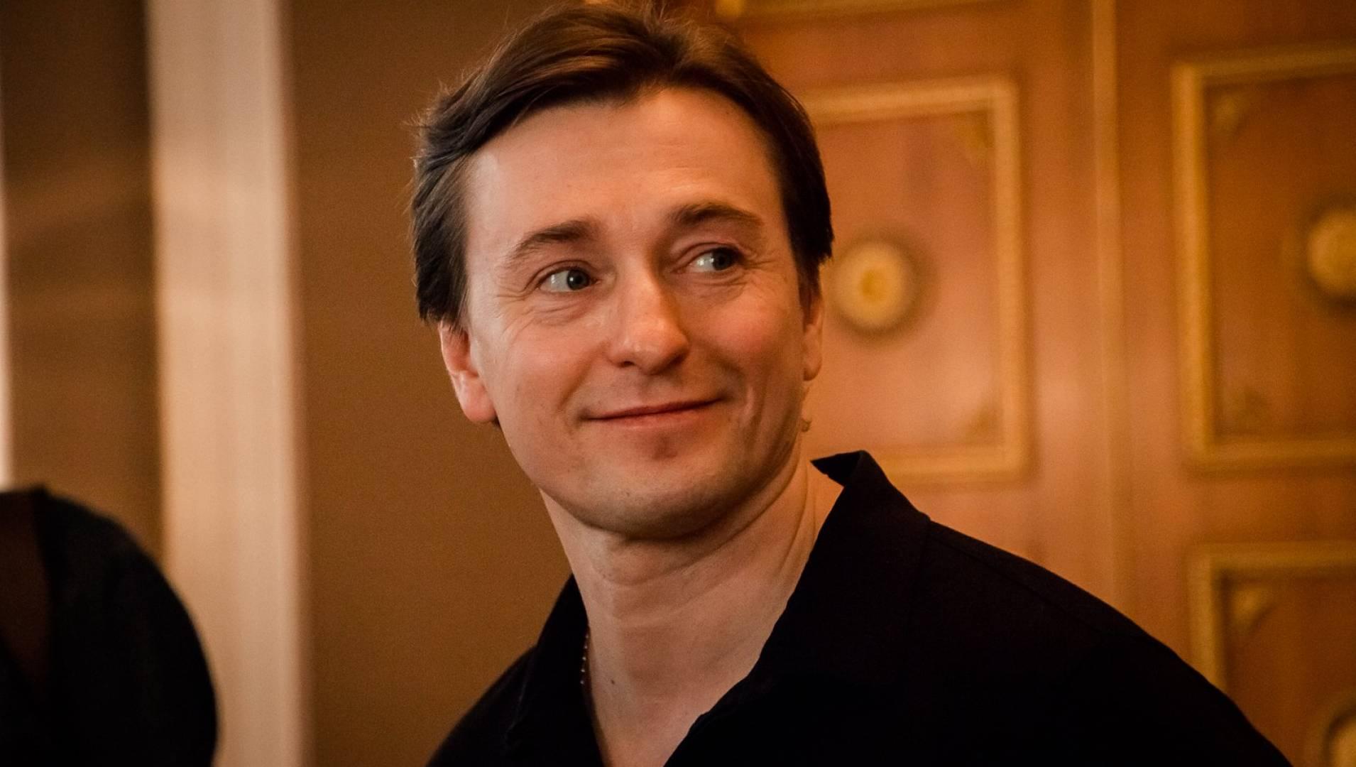 Сергей безруков документальные фильмы аврил лавин ноу бади хоум