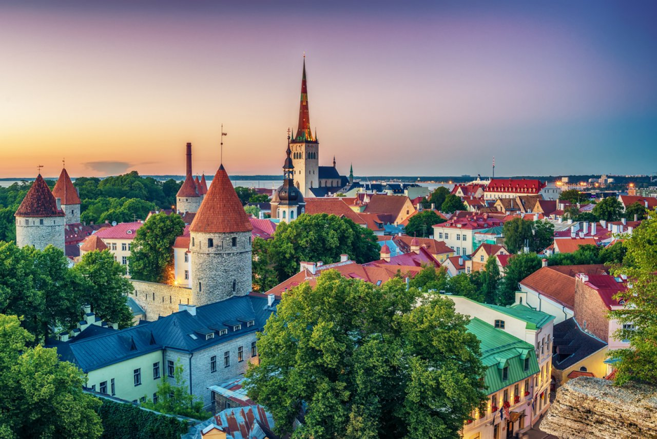 Предзакатный Таллин. Фото: krivinis / Shutterstock