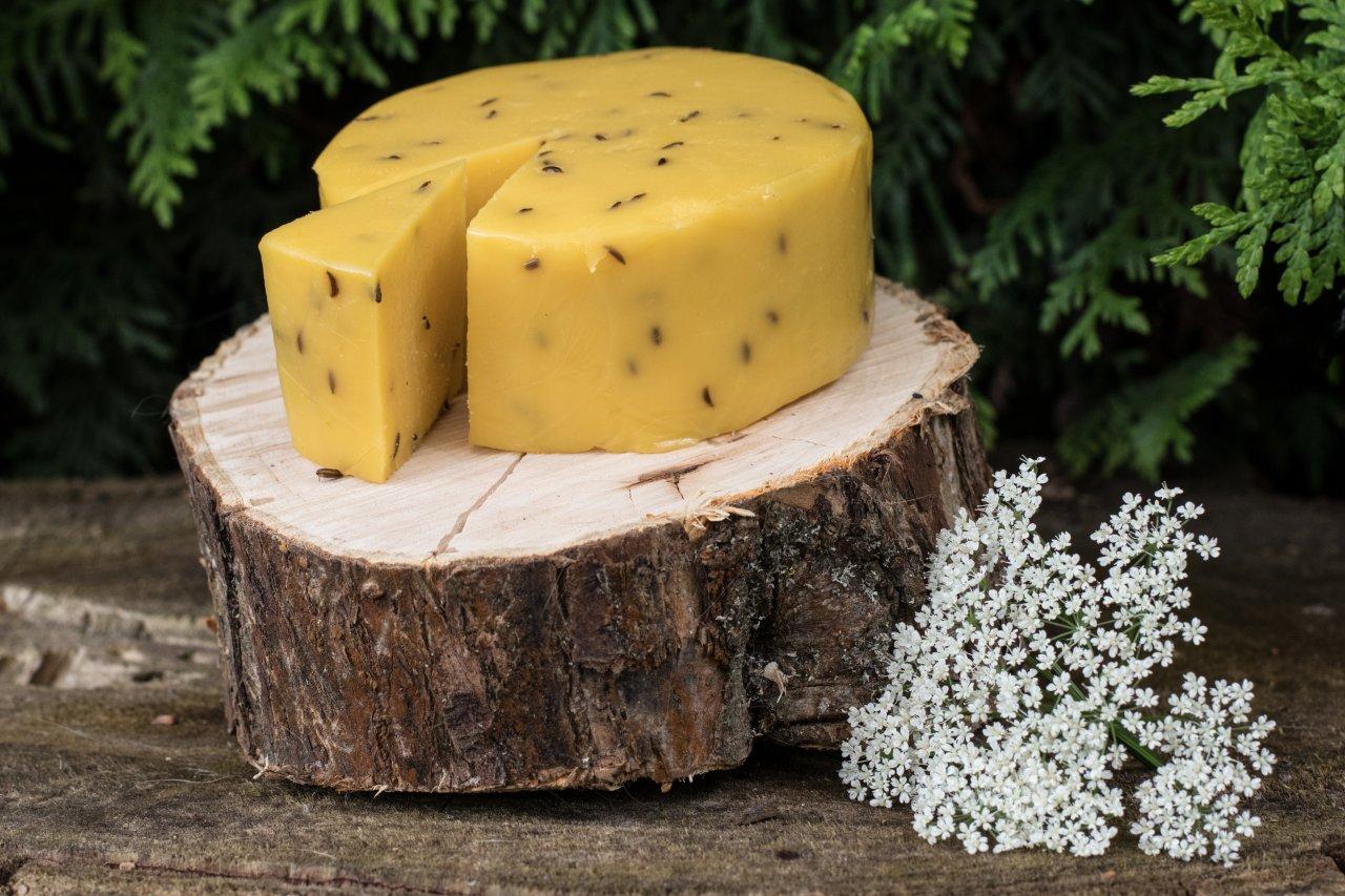Сыр с добавлением тмина — пикантное рижское лакомство. Фото: Анна Митрохина/Shutterstock
