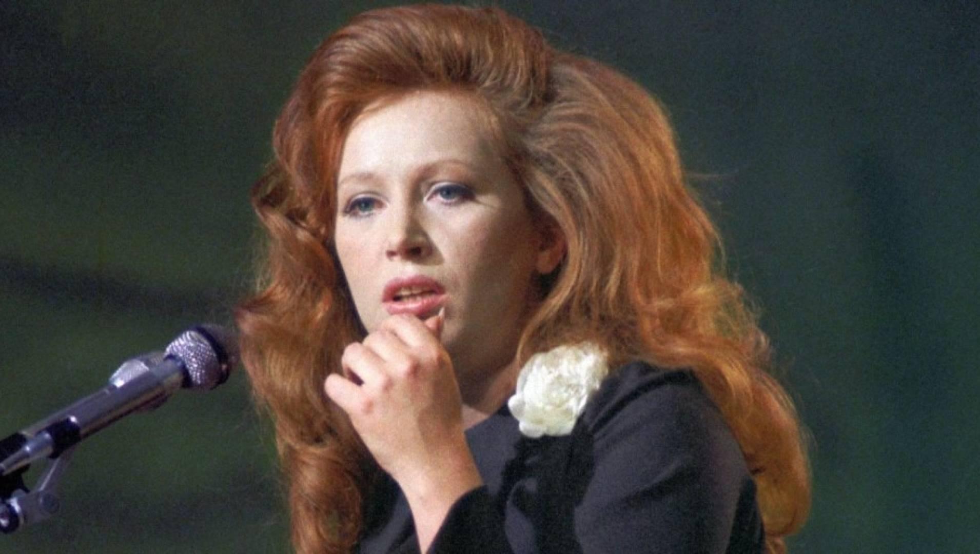 Женщина, которая поёт - Мелодрама, Фильм