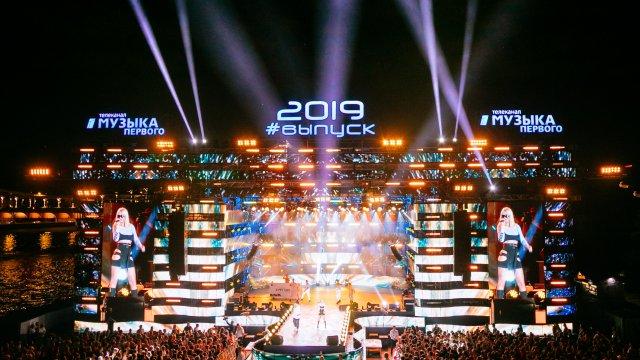 Грандиозный концерт звёзд «Музыки Первого» на главном московском выпускном — в эфире телеканала в эту субботу